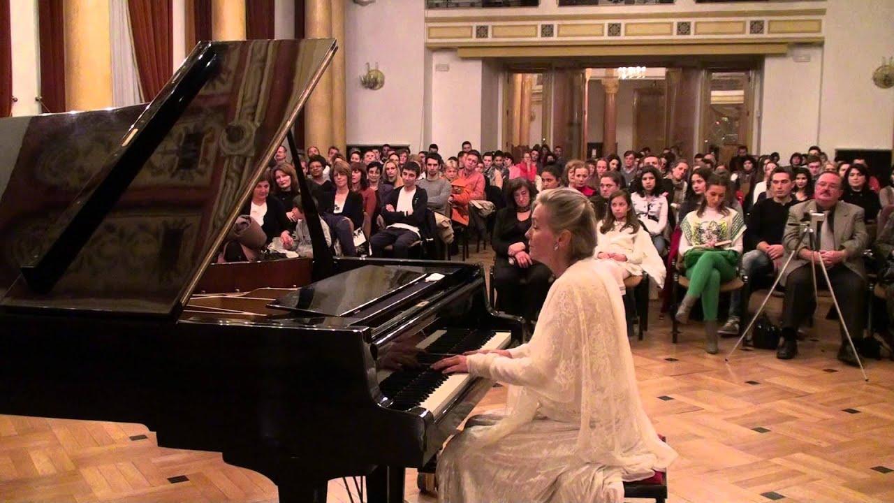 Elizabeth Sombart in Romania - noiembrie 2012 - 00394