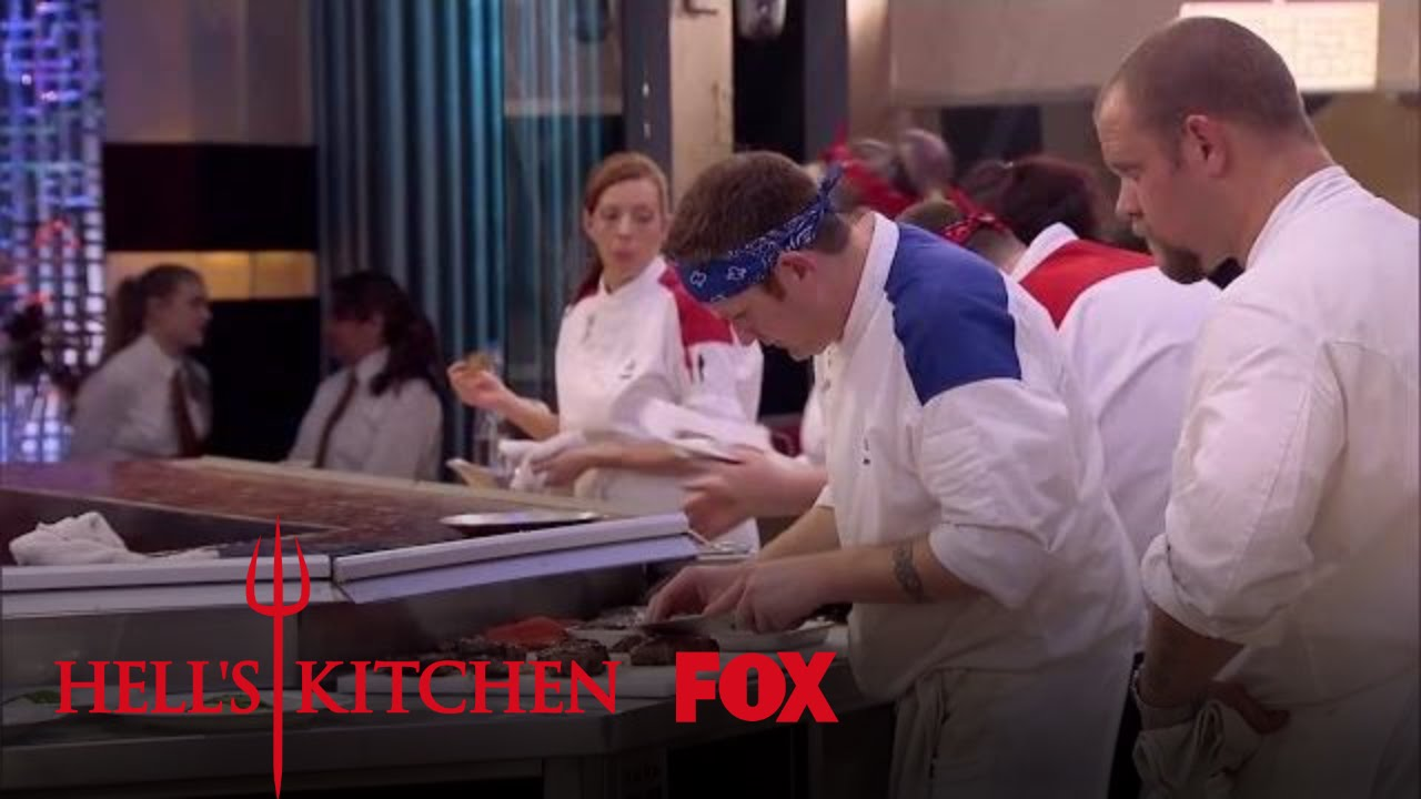 Devin cuts his finger season 16 ep 11 hell 39 s kitchen for Watch hell s kitchen season 16