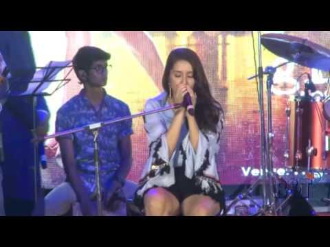 Shraddha Kapoor Live Singing Performance on Half Girl Friends Song