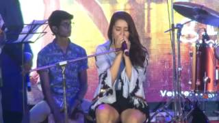 "Shraddha Kapoor Live Singing Performance on Half Girl Friends Song ""Main Phir Bhi Tumko Chahungi"""