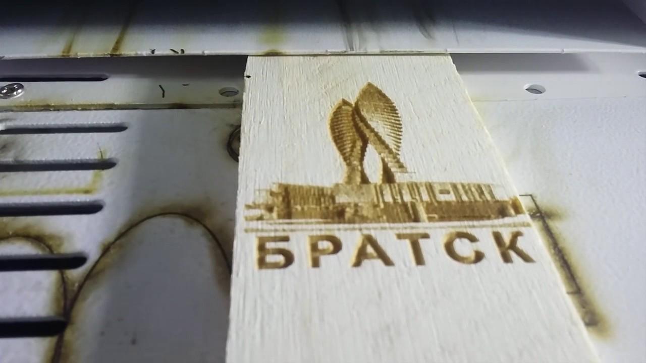 Оборудование для производства магнитов на холодильник предусматривает изготовление сувенирной продукции не только при помощи метода высечки посредством штампа.