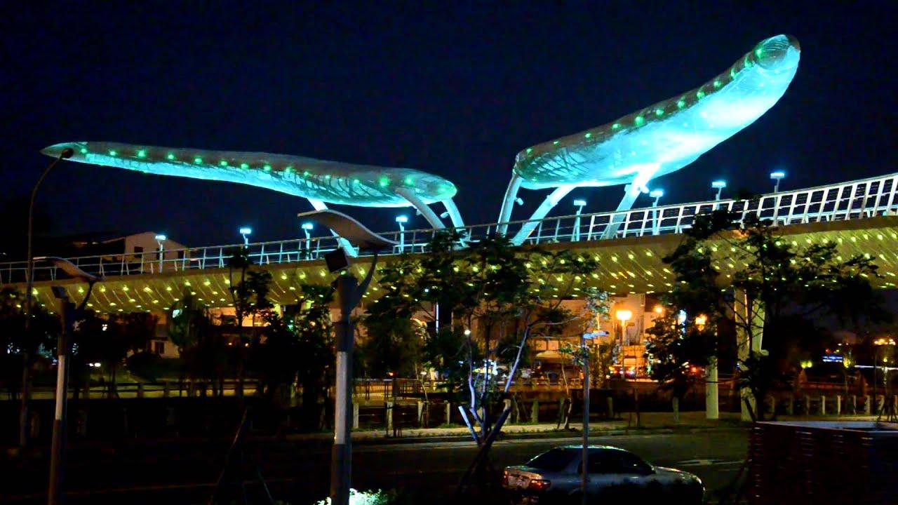 20131223新年快樂!屏東萬年溪景觀橋試燈搶先看!每晚6~10點整點10分鐘光雕秀 - YouTube