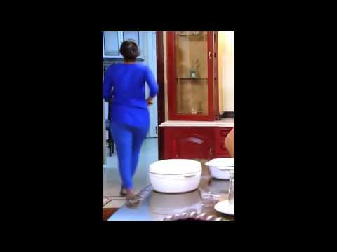 Serial actress hot back shaking - extremely hot thumbnail