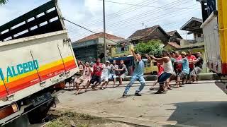 truk oleng