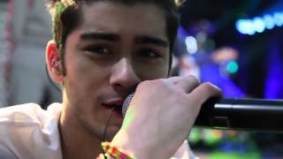 [one direction] live while you're young.