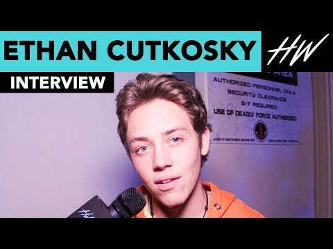 'Shameless', Ethan Cutkosky FREAKS OUT At Knott's Scary Farm!!  Hollywire