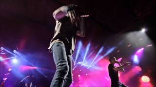 Wiz Khalifa + Machine Gun Kelly performs Mind Of a Stoner