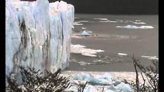 Glaciar Perito Moreno. Desprendimiento sumergido. ES UN JINETE PETRIFICADO?