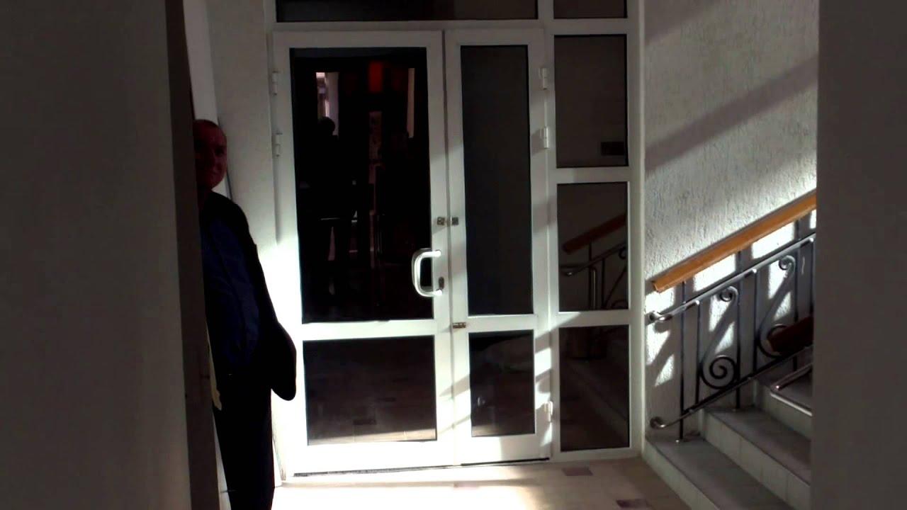 Se schimbă ușile bune de la minister cu altele… scumpe