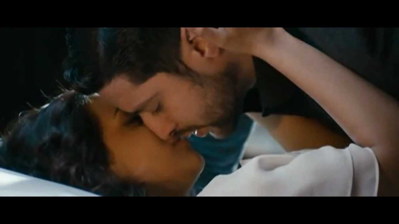 Tia bajpai hot kiss & sex scene with Aaftab shivdasini from the movie 1920  evil returns