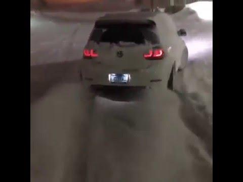 Wolsvagen Golf  r32 snow drift