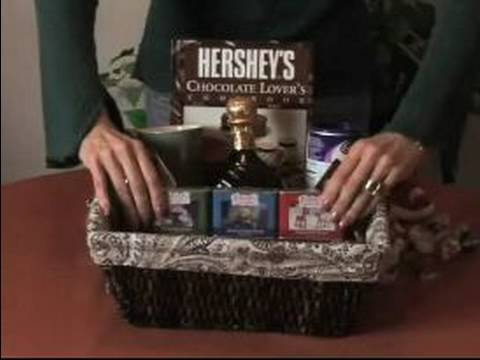 Unique Gift Basket Ideas : Arranging Gift Baskets