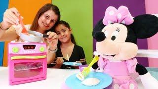 Play Doh oyunu. Minie Mouse pişi yer mi? Yemek pişirme oyunu