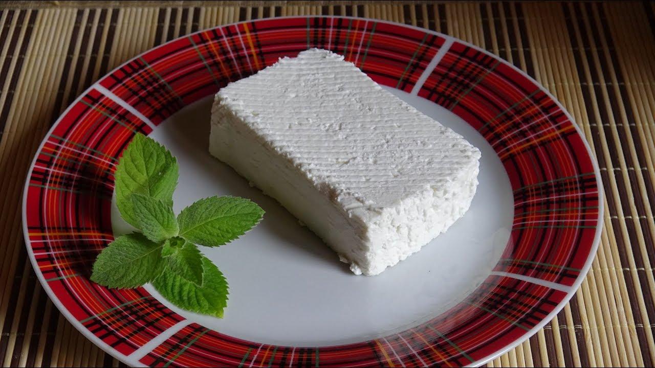 Сыр имеет восхитительный аромат и приятный вкус. Копчение добавляет пикантности к его качествам. Молочное изделие упаковывается я в удобную и практичную упаковку, в которой он долго хранит свои замечательные качества. У нас можно купить копченый сыр косичка оптом и по цене от.