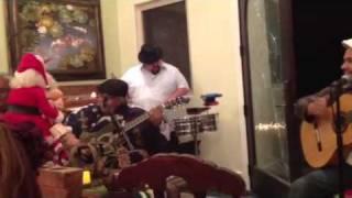 Casa familiar Christmas with Los alacranez