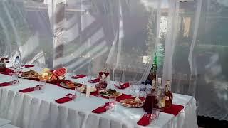 Свадебный стол во дворе