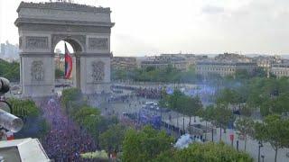 VB 2018: Diadalmenet és népünnepély a Champs-Elysées-n
