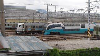 251系RE-2編成NN到着後、踊り子の後輩E257系2000番台と並ぶ2020年5月21日の長野総合車両センター