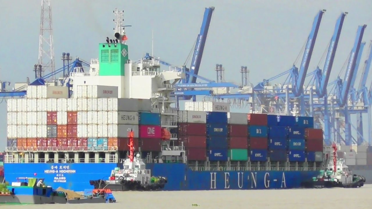 CONTAINER BARGES TO DOCK IN VIETNAM @TÀU BIỂN NEWS