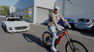 Tede wziął na hol rower w kształcie Mercedesa SLS!