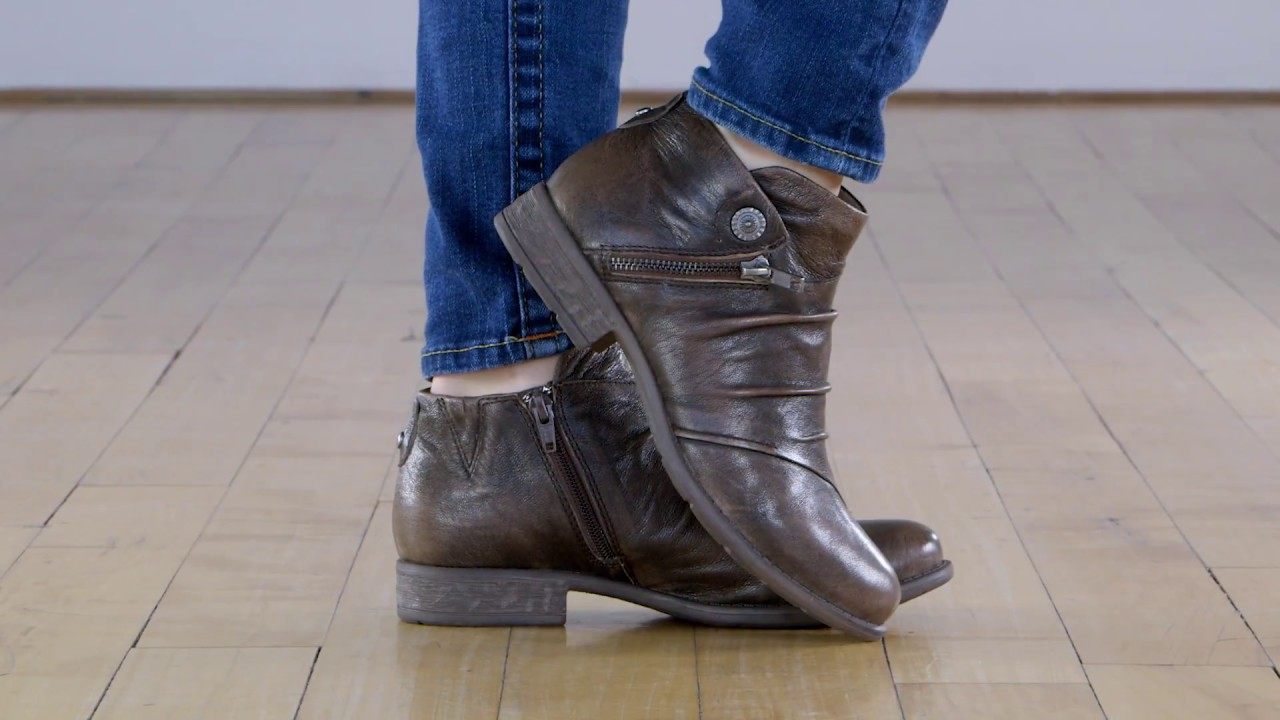 0f7879adaa7f Earth Ronan. Earth Shoes