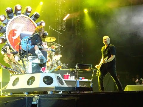 Foo Fighters, D.O.A, live, Milton Keynes, 5/9,15, From the front