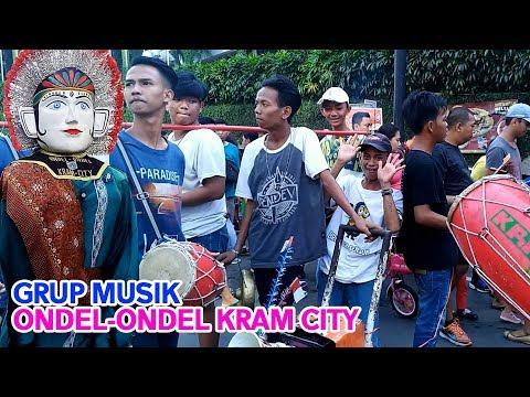 Musiknya KEREN Banget !! Grup Musik Ondel ondel Kram city