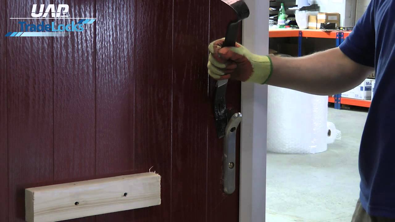 How Strong is a Security Front Door Handle by UAP - YouTube