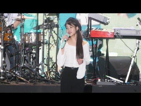 180519 아이유 무반주 라이브 직캠 '디어문' (나의 아저씨 OST) IU fancam - Dear Moon (홀가분 페스티벌) by Spinel