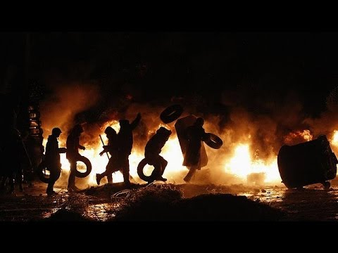 Ukraine: Fires burn after day of violence in Kyiv