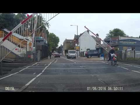 [UK] Father with baby in pushchair risks life at London level crossing