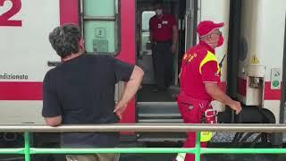 Treni fermi in stazione a Termoli a causa dell'emergenza incendi