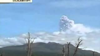 Камчатский вулкан Жупановский выбросил 8-километровый столб пепла