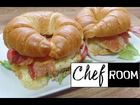 Cuernito con Huevo Tocino y Queso - Breakfast Croissant