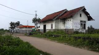 KA Cirebon Expres Melintas Eks Stasiun Dawuan