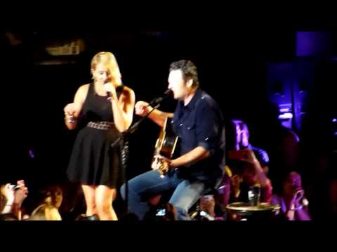 Blake Shelton - My Eyes w/Gwen Sebastian - MSG -Aug. 1,2014