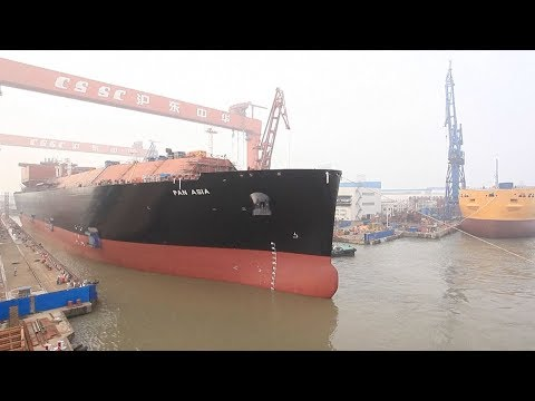 China's largest liquefied natural gas carrier put on active service