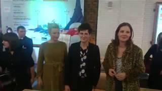 Виржини Эфира, Венсан Лакост и Жюстин Трие на показе фильма В постели с Викторией в Москве