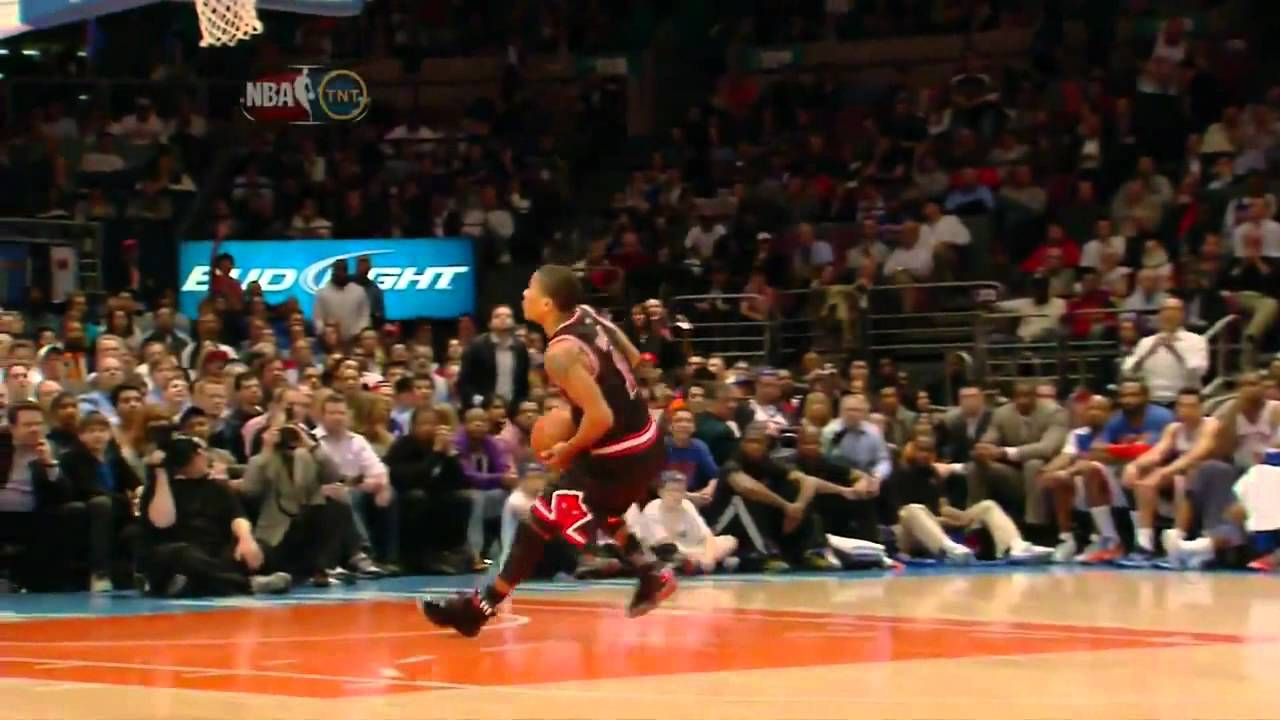 aea8d4dd6e1 Derrick Rose s Double Clutch Reverse Dunk Vs New York Knicks - YouTube