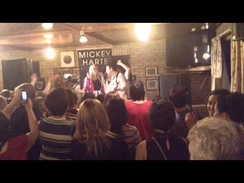 Mickey Joe Harte & backing singers! Féile Lios Póil 2012