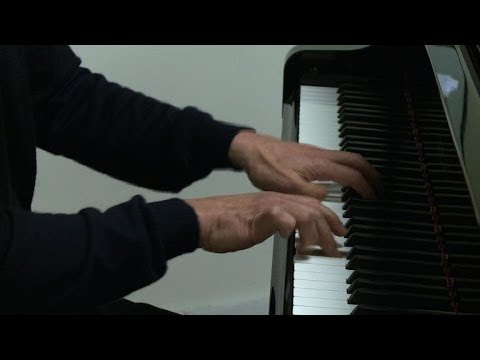 Star conductor Chung goes easy on piano
