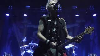 Download Sum 41 - Walking Disaster (live in Laval, QC on 11/17)