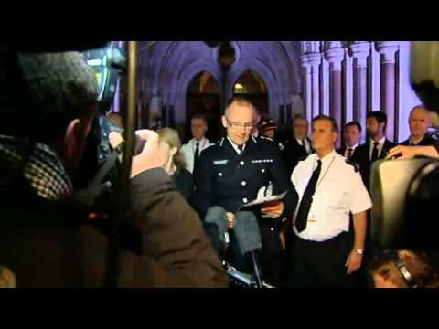 Mark Duggan verdict: police spokesman shouted down - video