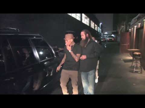 Chris Brown Dines With Karrueche Tran After Checking Out of Rehab | Splash News TV | Splash News TV