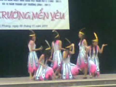 """12A3 - Múa hát """"Dòng Máu Lạc Hồng"""""""