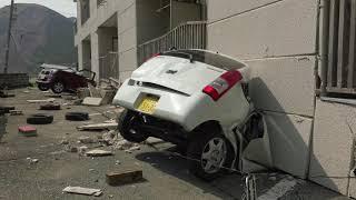 Une route entière disparait dans un tremblement de terre