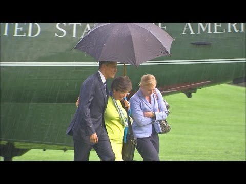 What Happens When Only President Obama Has an Umbrella?