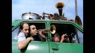 Fanfare Ciocarlia - Moliendo café.wmv