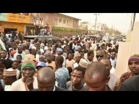 See the Moment the People of Kano took to the Street singing Ganduje Barawo  Dollar (See Video) thumbnail