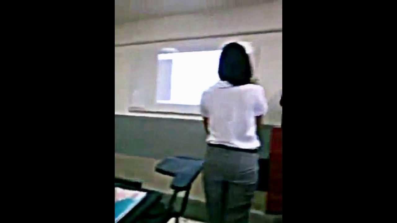 Profesora y alumno cojiendo en un aula espia - 2 part 2
